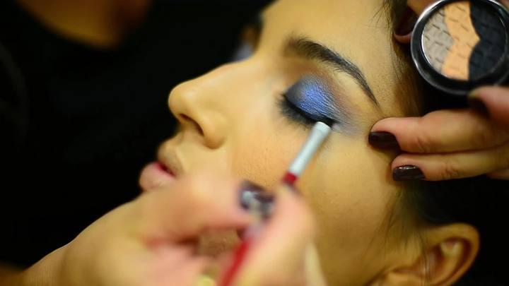 Tutorial de como se maquiar para o carnaval