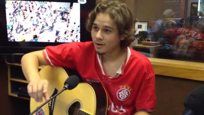 "Gabriel Levan apresenta música nova no \""Show de Bola\"". 14/04/2014"