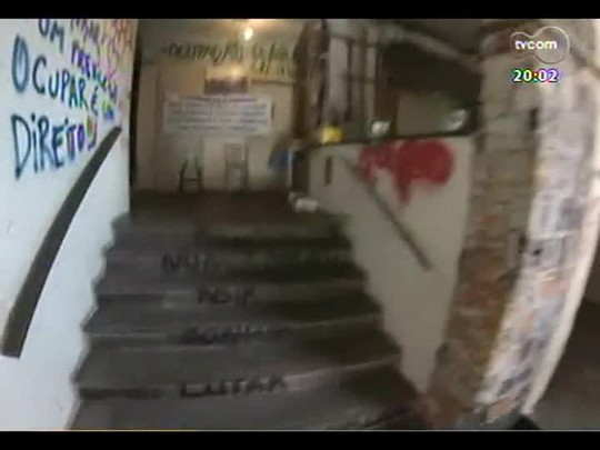TVCOM 20 Horas - Moradores que vivem em prédio abandonado no centro de POA precisam deixar local - Bloco 1 - 16/05/2014