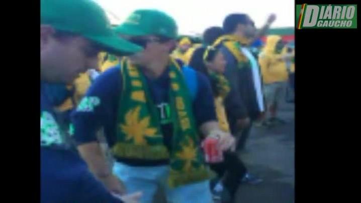 Australianos caem no samba em Porto Alegre