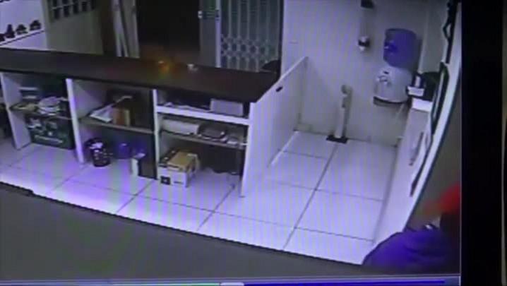 Câmeras de segurança registram assalto a despachante em Joinville