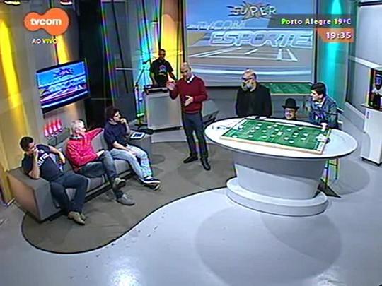 Super TVCOM Esportes - Eduardo Bertuol entrevista Dinho nos corredores da TVCOM e se dá mal