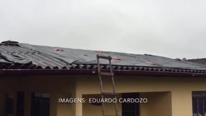Moradores de Gravataí trabalham para amenizar estragos da chuva