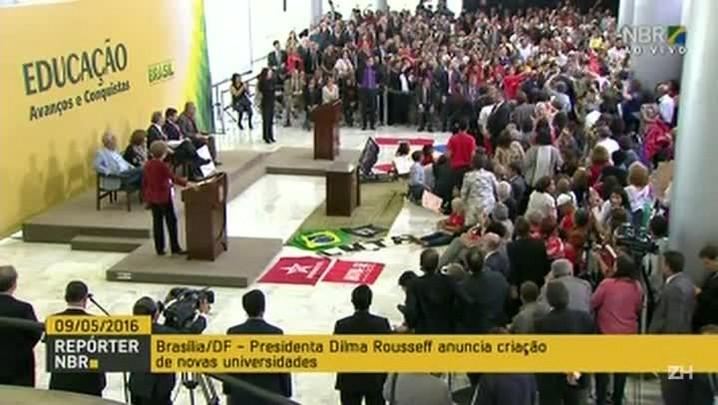 Partidários comemoram anulação do impeachment