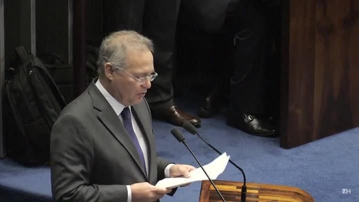 STF afasta Renan Calheiros da presidência do Senado