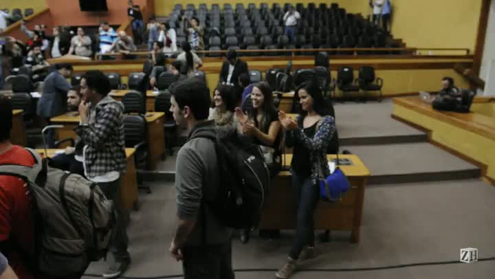 Manifestantes exigem liberação da entrada da Câmara de Vereadores