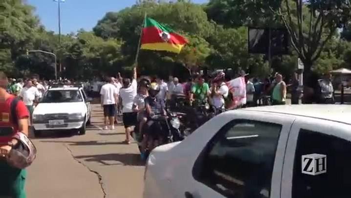 Após assembleia, rodoviários fazem passeata até o TRT para comunicar decisão de manter a greve