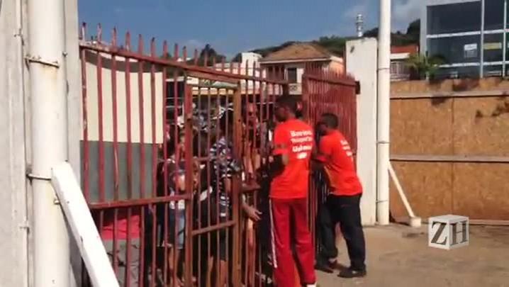 Torcedores são impedidos de entrar no Beira-Rio para fazer check in