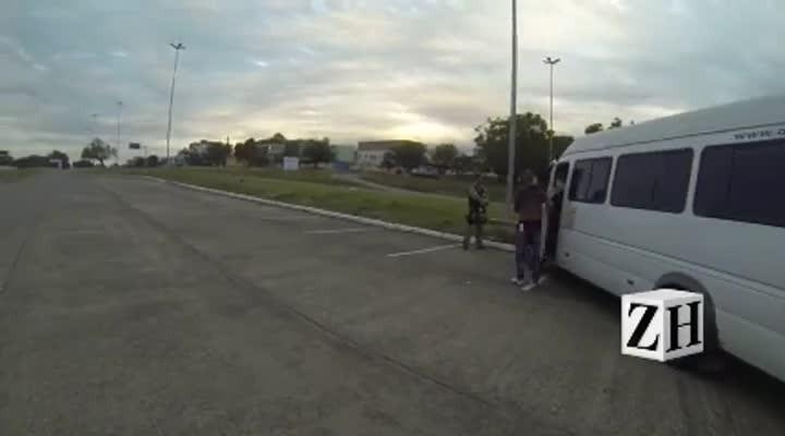 Veja a abordagem de policiais rodoviários federais aos argentinos na Fronteira