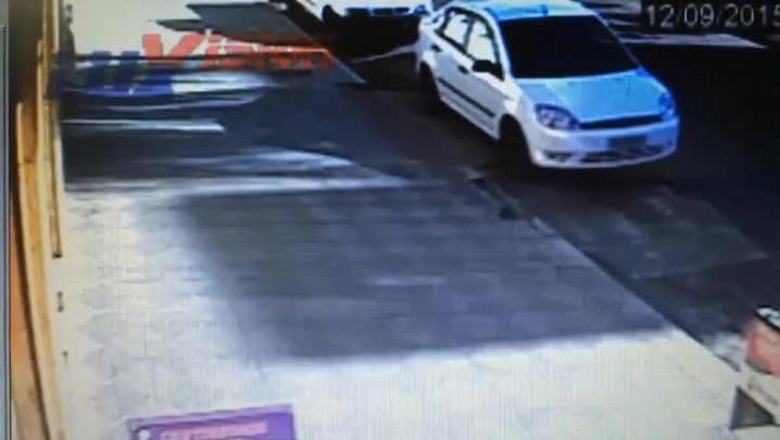 Câmeras de segurança de padaria mostram senegalês sendo atendido