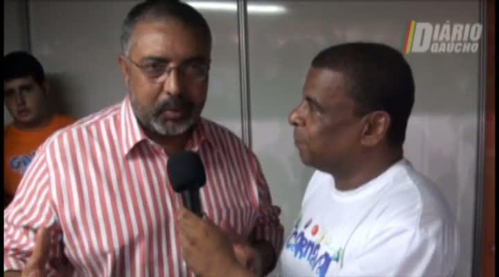 Confirmado para o desfile de sábado, senador Paulo Paim visita Porto Seco