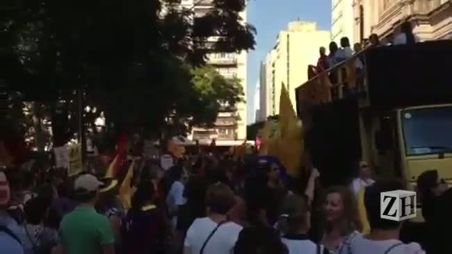 Manifestação de professores estaduais em frente ao Palácio Piratini