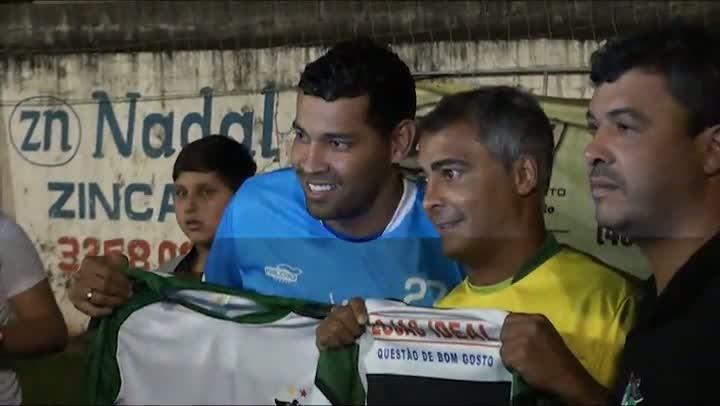 Jogo beneficente comandado por Romário agita cidade de Biguaçu na noite de quinta-feira