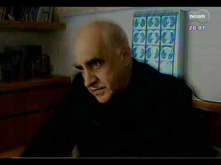 """TVCOM 20 Horas - Repórter André Azeredo fala sobre a série de reportagens \""""Pesadelos na Saúde\"""" - Bloco 1 - 29/07/2013"""