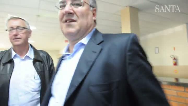 Governador Raimundo Colombo assiste vídeo feito por detentos no presídio de Blumenau