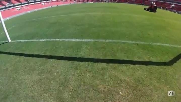 De dentro do estádio, sobrevoe o gramado e as arquibancadas do novo Beira-Rio