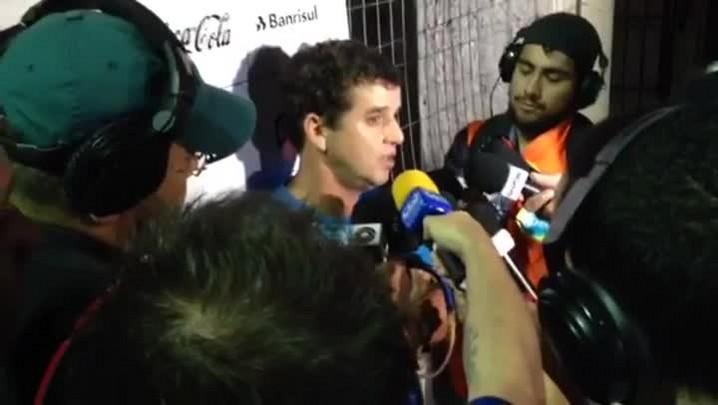 Luis Fernando Flores comandou o time resrva do Grêmio no empate em 2 a 2 como São Luiz. Veja a coletiva pós jogo - 07/03/2014