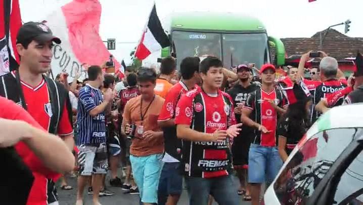 Confira imagens de torcedores após a vitória do JEC