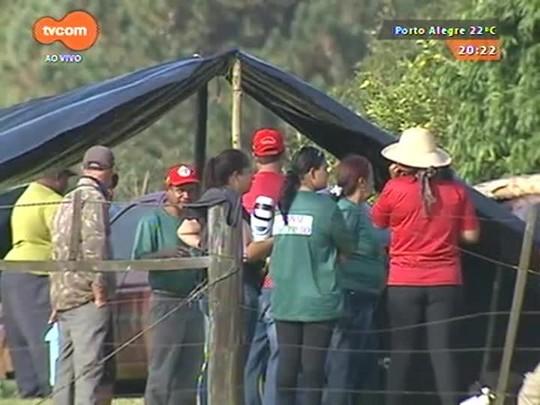 TVCOM 20 Horas - Proprietários da fazenda invadida pelo MST, em Tapes, entram na justiça para pedir reintegração de posse - 16/04/2015