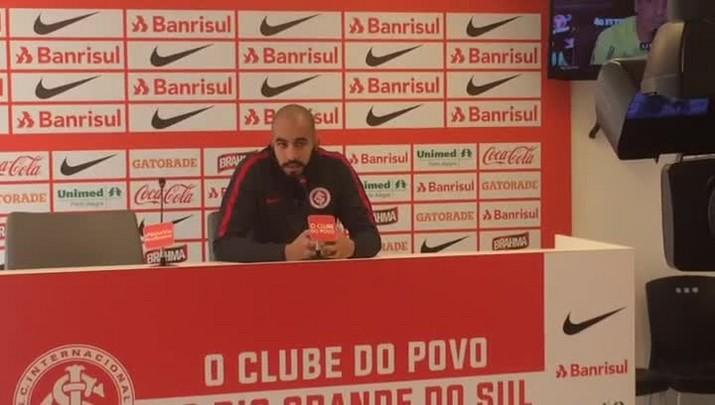 Danilo Fernandes pede paciência a torcida do Inter