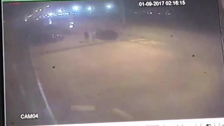 Motorista atropela dois pedestres na Beira-Mar de São José
