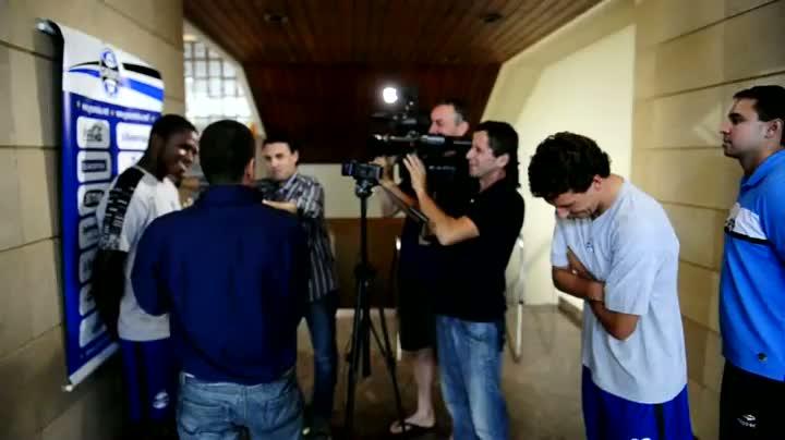 Bastidores de Yuri Mamute dando entrevista em Quito