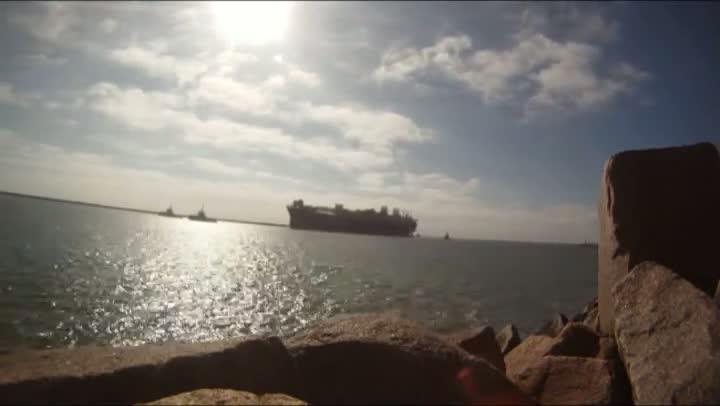 Acompanhe a entrada da plataforma P-63 no polo naval de Rio Grande