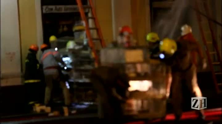 Bombeiros retiram animais de dentro do Mercado Público