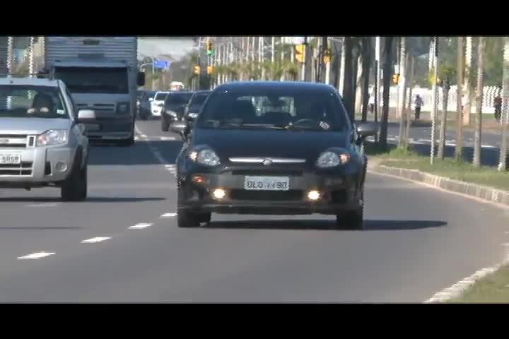 Carros e Motos - Conheça a empresa de Porto Alegre que é especializada no aluguel de carros de luxo - Bloco 1 - 15/09/2013