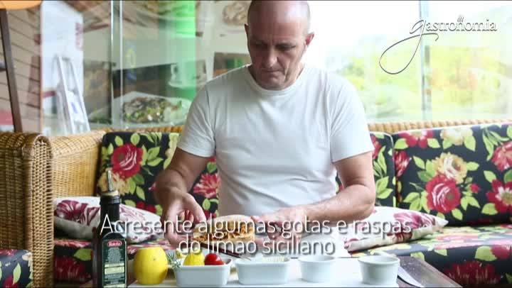 SANDUÍCHES GOURMET - Salmão defumado com creme de limão siciliano