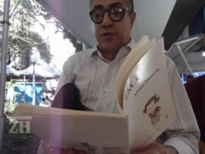 Carlos Urbim declama durante a Feira do Livro de 2011