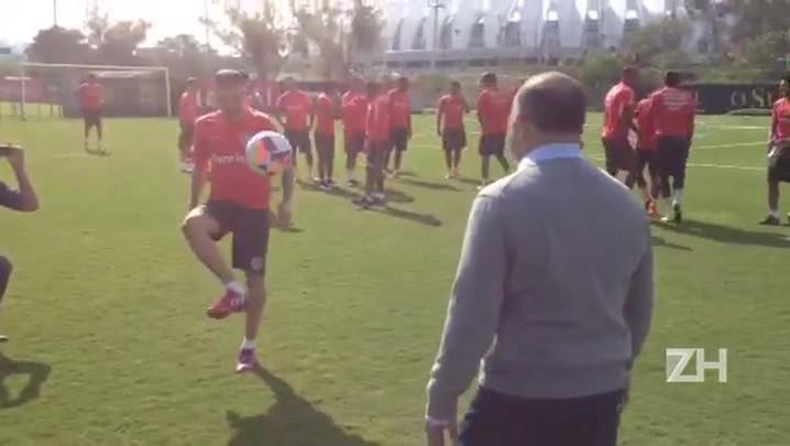 Ministro do Esporte bate bola com D\'Alessandro