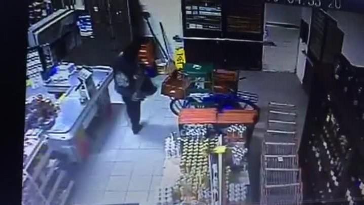Confira imagens da ação do criminoso
