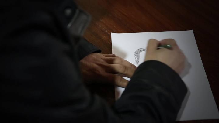 Conheça a trajetória do último desenhista de retratos falados de Santa Catarina