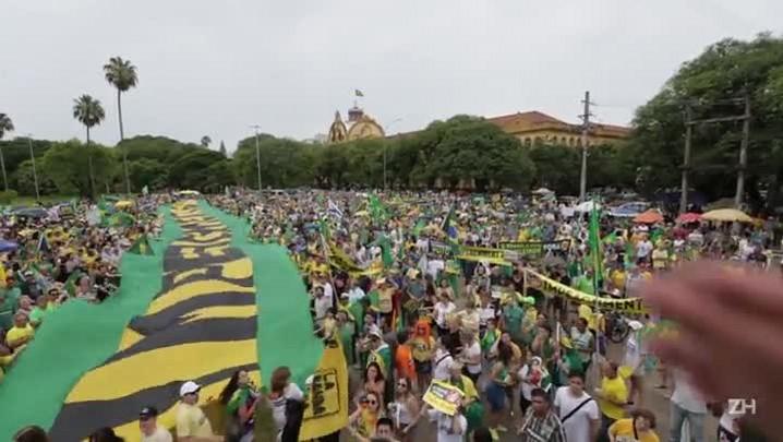 Veja como foi o protesto pró-impeachment em Porto Alegre