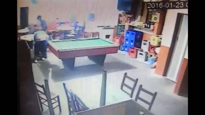 Câmeras de segurança registram assalto que resultou em morte de PM em Dois Irmãos