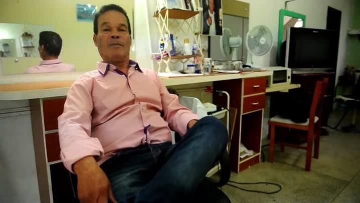 Conheça Souza o cabeleireiro cantor de Joinville