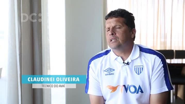 Bate bola com o técnico do Avaí, Claudinei Oliveira