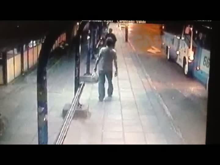 Imagens devem identificar assaltantes que balearam taxista em Porto Alegre