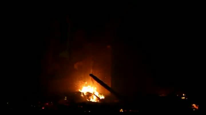 Igreja pega fogo após ser atingida por raio em Biguaçu