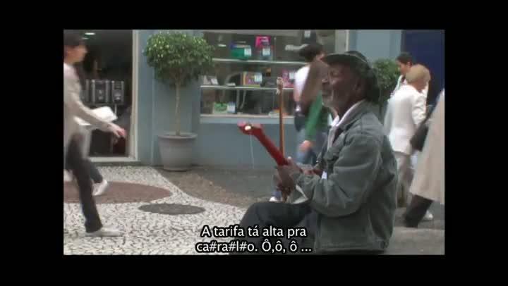Músico S. Gentil do Orocongo parou de tocar para ouvir manifestação na Felipe Schmidt em 2009
