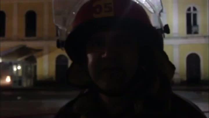 Bombeiro relata momento em que entrou no Mercado Público. 06/07/2013