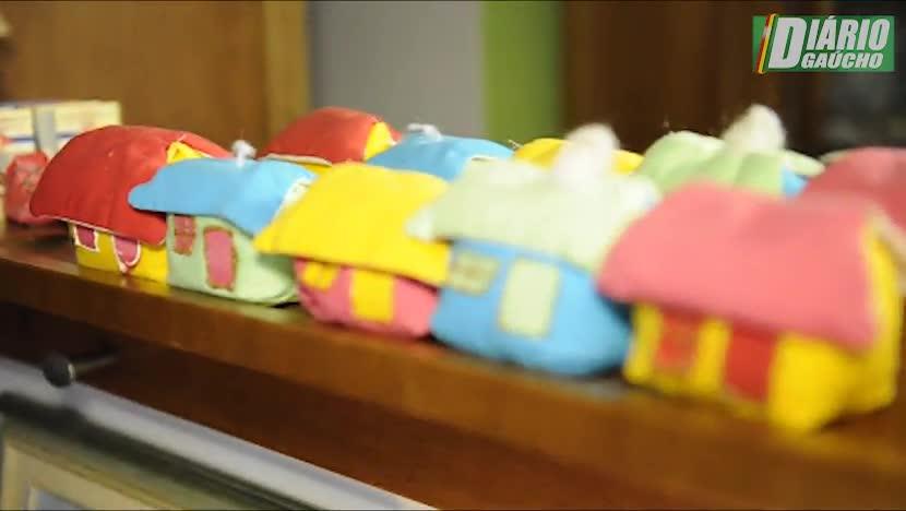 Bancária mantém em seu apartamento 556 casas em miniatura