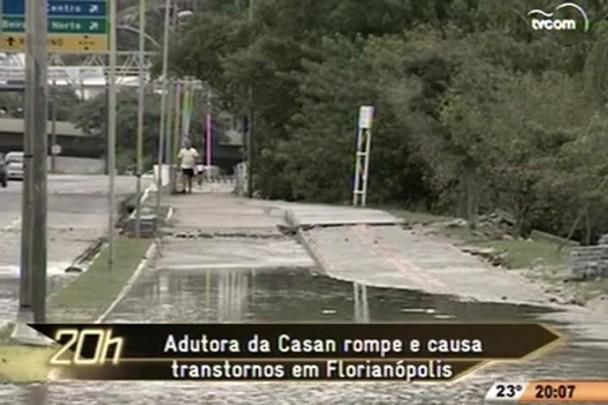 TVCOM 20 Horas - Adutora da Casan rompe e causa transtornos em Florianópolis - 2º Bloco - 25.12.14