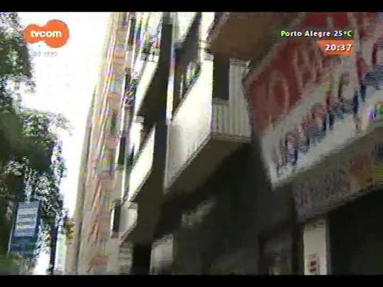 TVCOM 20 Horas - Pastilhas da fachada de prédio no centro de POA caem - 26/12/2014