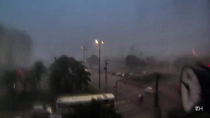 Veja como foi a chegada da chuva em Porto Alegre
