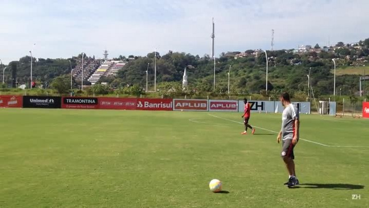 Geferson faz trabalho especial de marcação em treino do Inter