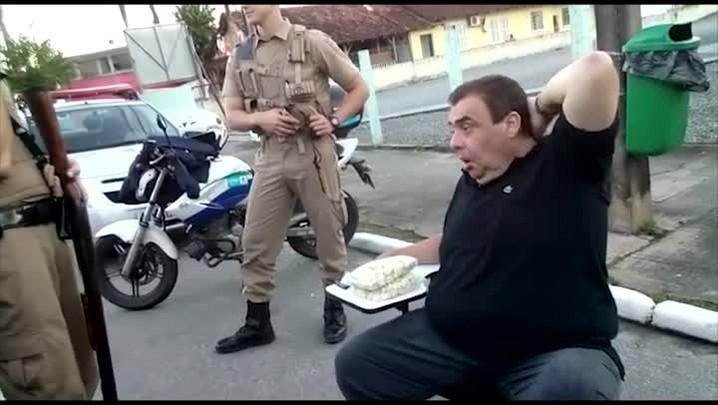 Polícia apreende carro e multa radialista detido com sinais de embriaguez em Joinville