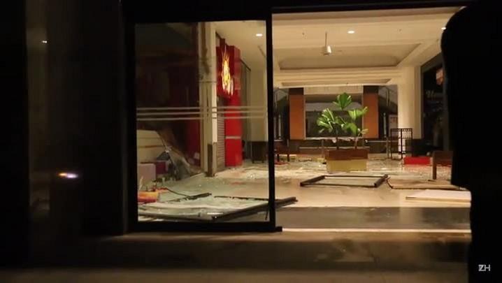 Chuva causa estragos no Shopping Praia de Belas