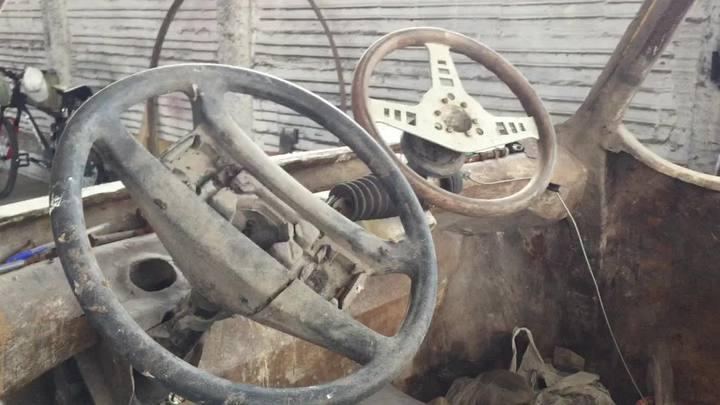 Aposentado trabalha há três décadas na construção de um carro anfíbio